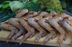Kurczaka grill i udziały zieleni warzywa Fotografia Stock