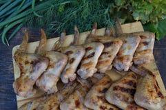 Kurczaka grill i udziały zieleni warzywa Fotografia Royalty Free