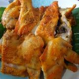 Kurczaka grill z pikantnością na bananowym urlopie Fotografia Royalty Free