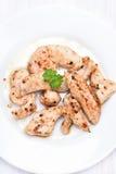 Kurczaka grilla mięso pokrajać, odgórny widok Obrazy Stock