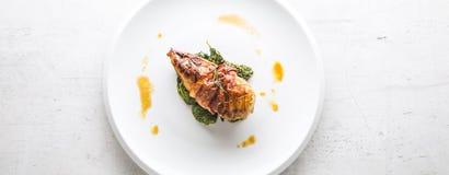 Kurczaka grilla piersi kurczak piec pierś z bekonem i wirem Fotografia Stock