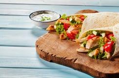Kurczaka i sałatki tortilla opakunki obraz stock