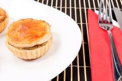 Kurczaka kulebiak na talerzu Zdjęcie Royalty Free