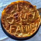 Kurczaka kulebiak z & x22; Kocham MÓJ FAMILY& x22; pisać na mnie Zdjęcie Stock