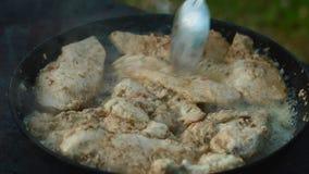 Kurczaka mięso w smaży niecce zdjęcie wideo