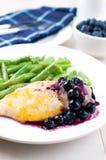 Kurczaka pierś w czarnej jagody kumberlandzie z serem fotografia stock