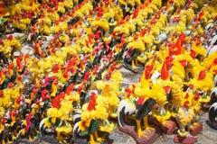 Kurczaka tłumu statua dla płaci daleko zakład fotografia stock