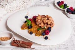 Kurczaka teriyaki talerza wciąż życia owoc Zdjęcia Stock
