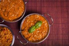 Kurczaka Tikka Masala curry na Rattan tle Obraz Stock