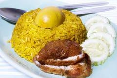 Kurczaki smażący ryż Zdjęcia Stock