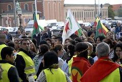 KURDER ARRANGERADE PROTES SAMLAR AAINST-TURKPRESIDENT Arkivfoton