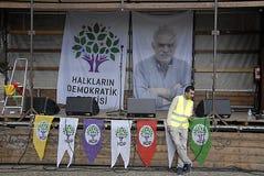 KURDER ARRANGERADE PROTES SAMLAR AAINST-TURKPRESIDENT Royaltyfri Foto