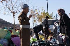 Kurdischer Verkäufer in einem Souq im Irak stockfoto