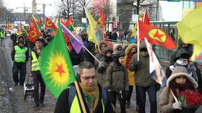 Kurdprotest mot turkisk agression lager videofilmer