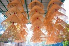 Kurenda kadzi zwitki pali przy Chińską świątynią fotografia royalty free