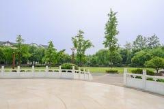 Kurenda kwadrat z kamiennymi balustradami w pogodnym lata popołudniu zdjęcie royalty free