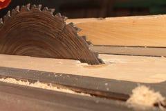 Kurenda zobaczył dla tnącego drewna na woodworking maszynie obrazy royalty free
