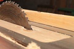 Kurenda zobaczył dla tnącego drewna na woodworking maszynie zdjęcie stock
