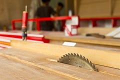Kurenda zobaczył ostrze dla drewnianej pracy zdjęcia royalty free