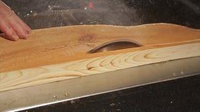 Kurenda zobaczył tnącą drewnianą deskę zdjęcie wideo
