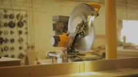 Kurenda zobaczył w meblarskim warsztacie dla produkcja drewnianych produktów zbiory