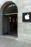 Kurfuerstendamm的苹果计算机商店 库存照片