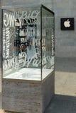 Kurfuerstendamm的苹果计算机商店 免版税库存照片
