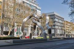 Kurfurstendamm大道的打破的链艺术设施在柏林,德国 图库摄影