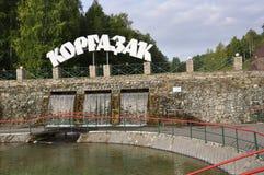 Kurgazak στην περιοχή Salavat, Bashkortostan στη Ρωσία 1 Αυγούστου 2017 Ορυκτό ελατήριο και Stream SPA θεραπευτικά νερό και θέρετ Στοκ Εικόνες