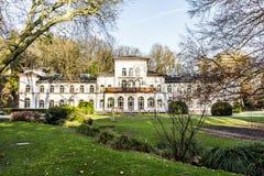 Kurhaus med sceniskt parkerar i dåliga Soden Royaltyfri Foto