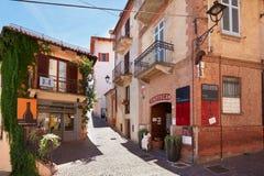 Kurketrekkermuseum, restaurant en oude straat in Barolo, Italië Royalty-vrije Stock Fotografie