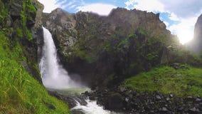 Kurkure-Wasserfall Altai Berge stock footage