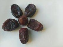 Kurma torkas g?mma i handflatan frukt, en typisk mellanm?lmat av ramadhan som ?tas i den fasta m?naden royaltyfri bild