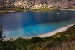 Kurnas湖,希腊,克利特海岛顶视图  免版税库存图片