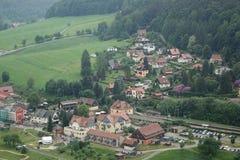 Kurort Rathen村庄鸟瞰图在撒克逊人的瑞士 库存照片