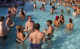 Kurortu basenu przyjęcia wakacje zabawa zdjęcia stock
