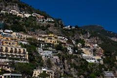 Kurorty i domy Positano, miasteczko na Amalfi wybrzeżu obrazy royalty free