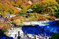 Kuroyu famoso onsen a mola quente durante o outono em Nyuto Onsenkyo imagem de stock royalty free