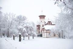 Kurparkschlösschen Herrsching i snön arkivbilder