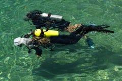 Kurs för utbildning för dykapparatdykning Arkivbilder