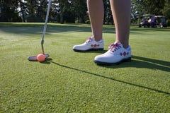 kurs golfa stawianie poziomy osobę zdjęcie stock