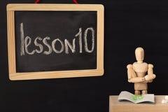 Kurs 10 som är skriftlig med krita på svart tavla Fotografering för Bildbyråer