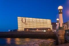 Kursaal议会中心在夜之前 库存照片