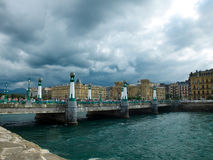 Kursaalbrug in San Sebastian spanje Stock Foto's