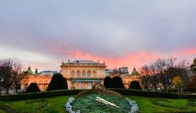 Kursalon-Gebäude bei Sonnenuntergang in Stadtpark Stockfotografie