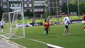KURSK, RÚSSIA - 3 DE JULHO: fósforo de futebol das equipes do amador do campeonato vídeos de arquivo