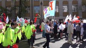 Kursk, Rússia - 1º de maio de 2017: exposição dedicada ao feriado do mundo do trabalho e da mola vídeos de arquivo