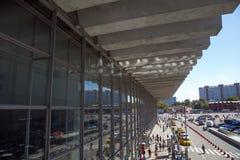 Kursky kolejowy terminal także znać jako Moskwa Kurskaya pasażery i kolej Rosja obrazy royalty free