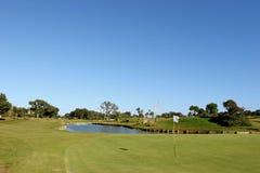 kursowy golfa zieleni jeziora słońce obrazy stock