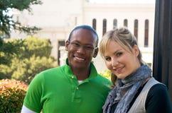 Kursteilnehmer auf Campus Lizenzfreie Stockfotos